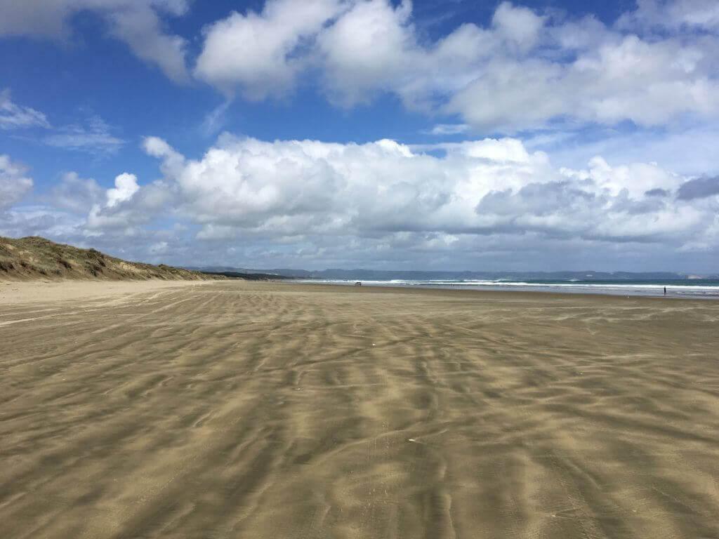 miles-beach-neuseeland-nordinsel-rundreise-autoreise-airbnb-reiseblog-reisebüro-sicher-reisen-autofahren-strand