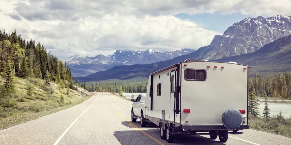 wohnwagen-buchen-Mietwagen-plane-deinen-urlaub-reiseleistungen