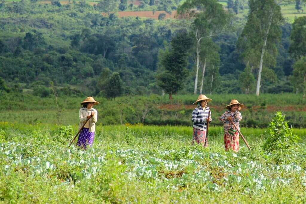 menschen-asien-myanmar-reise-individuell-persönlich-massgeschneidert-planen