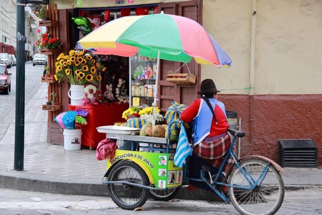 verkäuferin-city-life-cuenca-equador-südamerika-sicher-reisen
