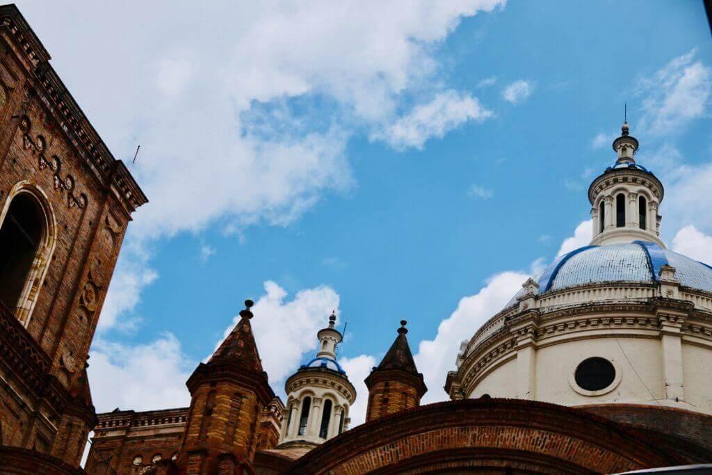 zentrum-cuenca-ecuador-mirador-katedrale-zentrum-ecuador-stadtrundgang-sicher-reisen-reisebüro-städtereise
