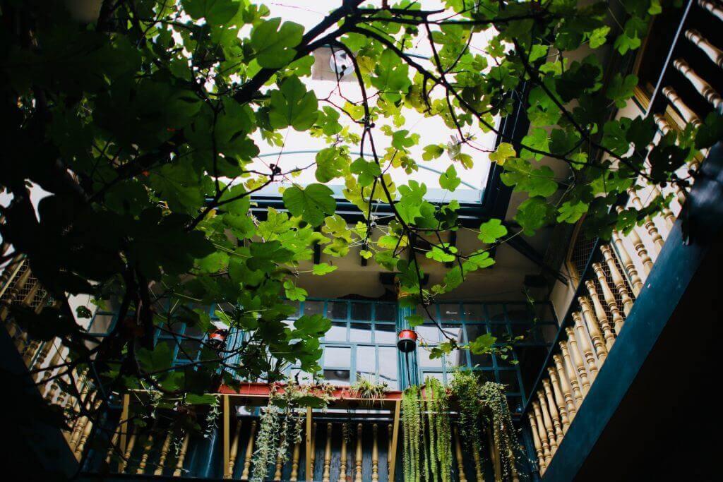 cafe-cuenca-fotospot-cafe-kaffee-stadtrundgang-stadtführung-reiseplaner-reiseprofi-reisebüro-urlaubsplaner-agentur