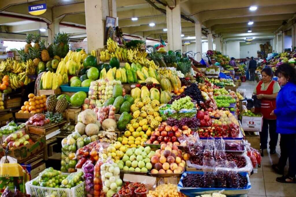 früchte-cuenca-mercado-supermarkt-zentrum-fotohotspot-land-und-leute-fotoreise-hiking-mittagspause