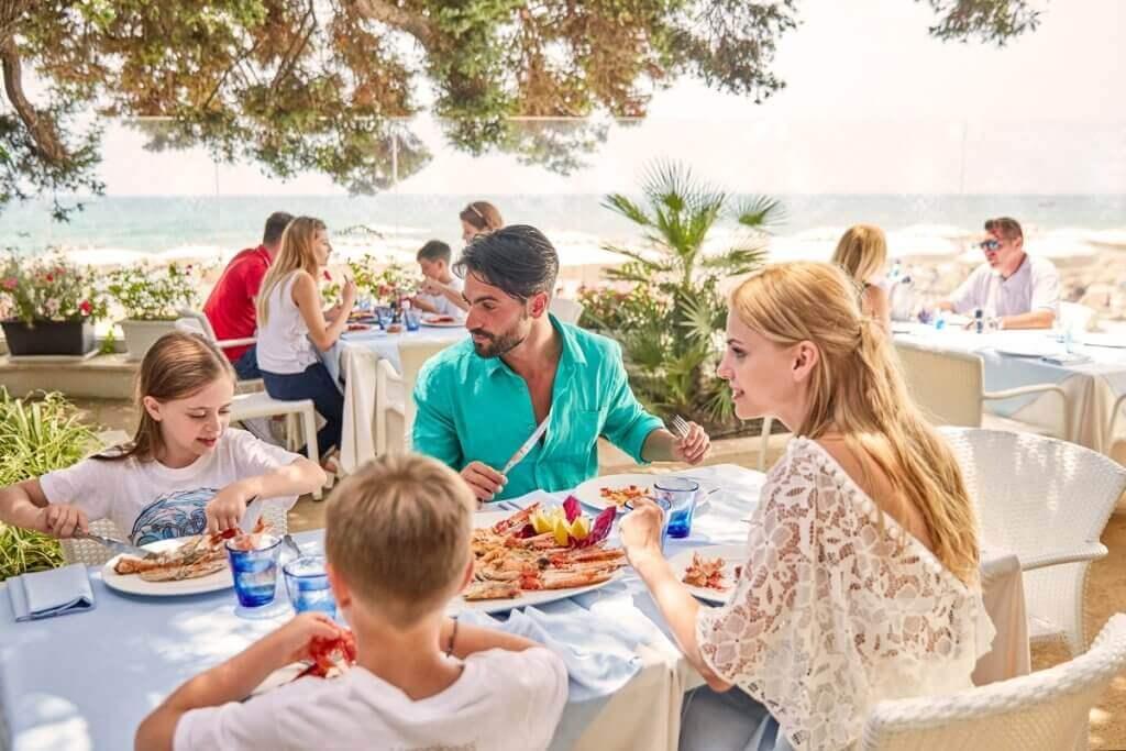 urlaub-luxus-sardinien-familien-forte-village-italien-reise-buchen-Fish-Market-Restaurant