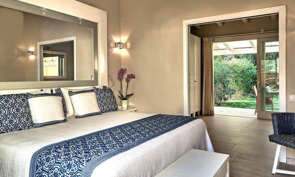 italien-luxus-hotel-forte-village-buchen-sardinien-reiseplaner-urlaub-fuer-die familie