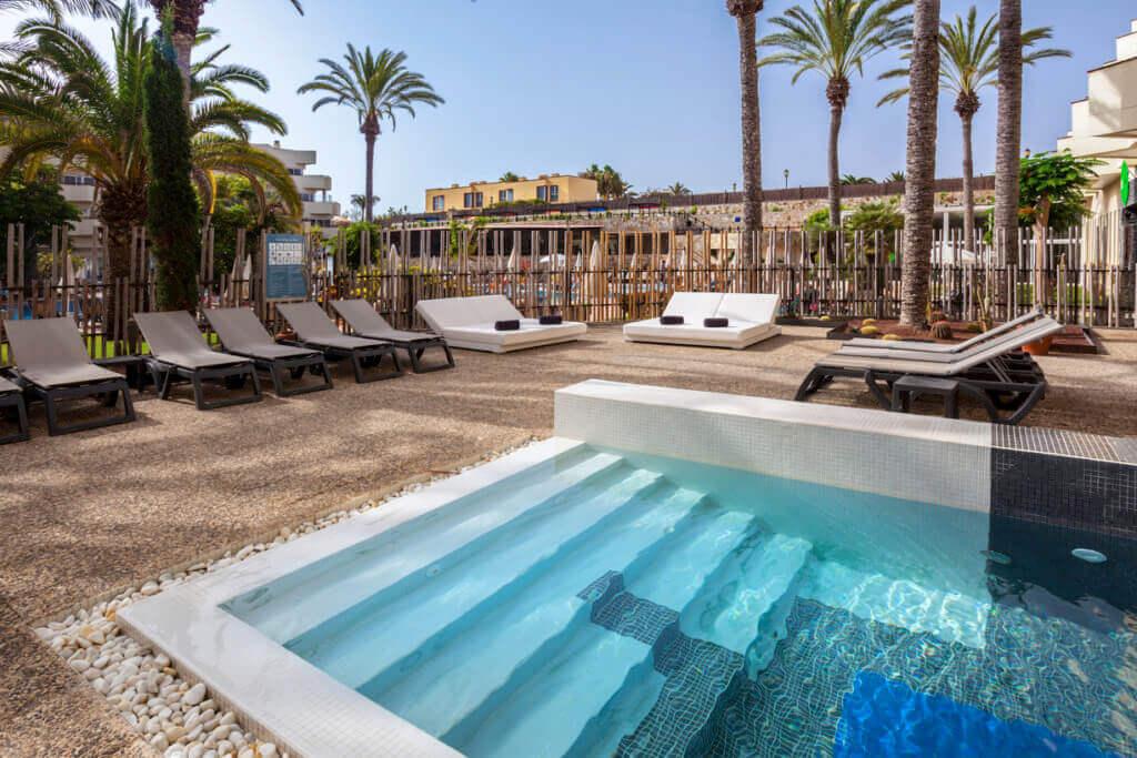 fuerteventura-hotel-fuer-erwachsene-reise-kanarische-inseln-luxushotel-barcelo-corralejo-bay