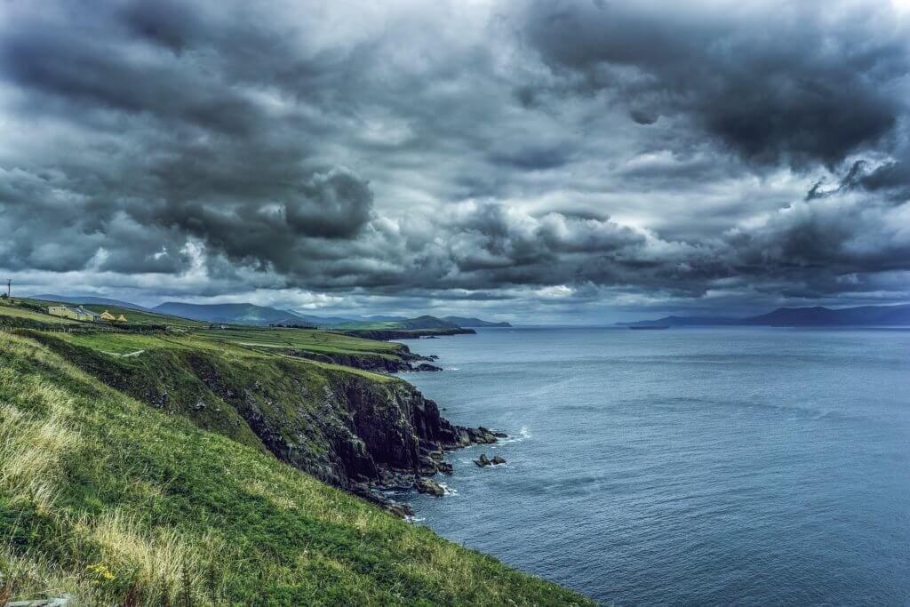 irland-rundreise-landschaft-planen-mietwagen-reisen-experten