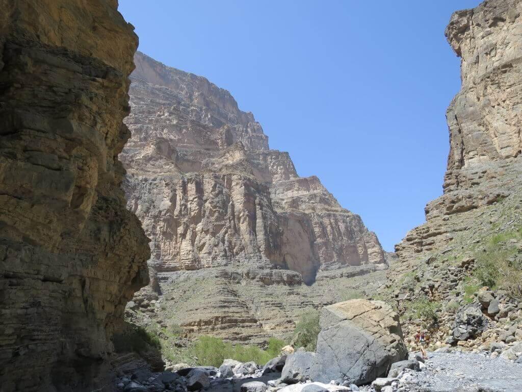 rundreise-oman-mietwagen-gefuehrte-reise-planen-orient-aktiv-urlaub-reiseplaner-Snake-Canyon