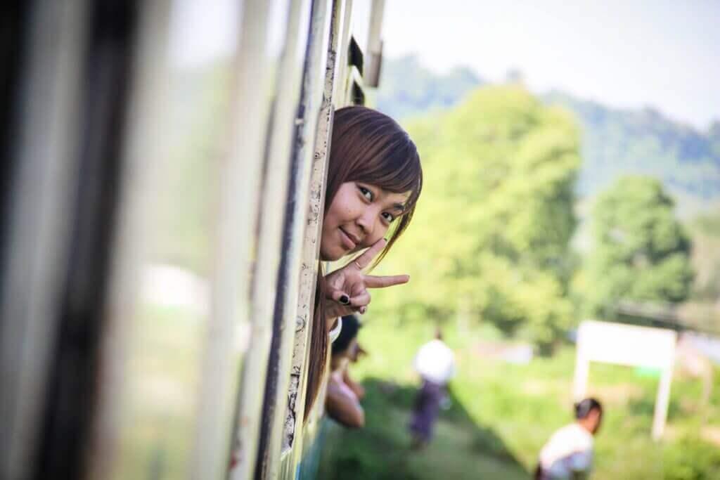 zugfahrt-mandalay-rundreise-myanmar-individuell-buchen-reise-individuell-rundreise-planen