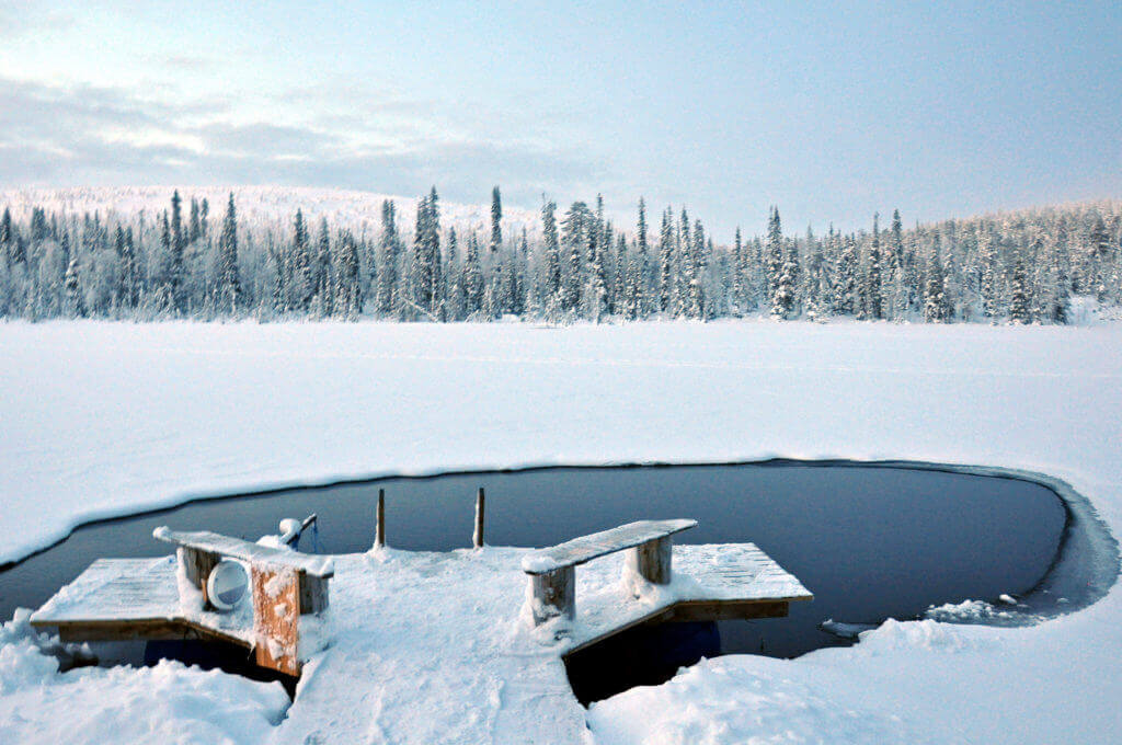 lappland-hundeschlitten-tour-reise-buchen-winter-finnland-schneemobil