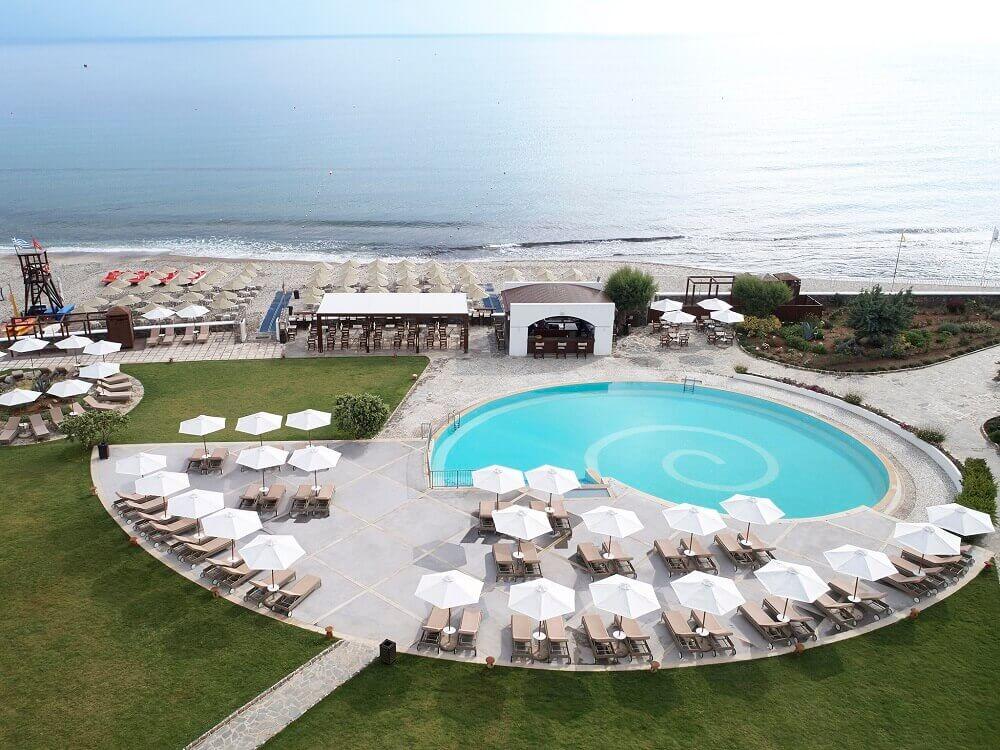familien-urlaub-reise-nach-kreta-familien-hotel-griechenland-reisespezialist-pira-Pool