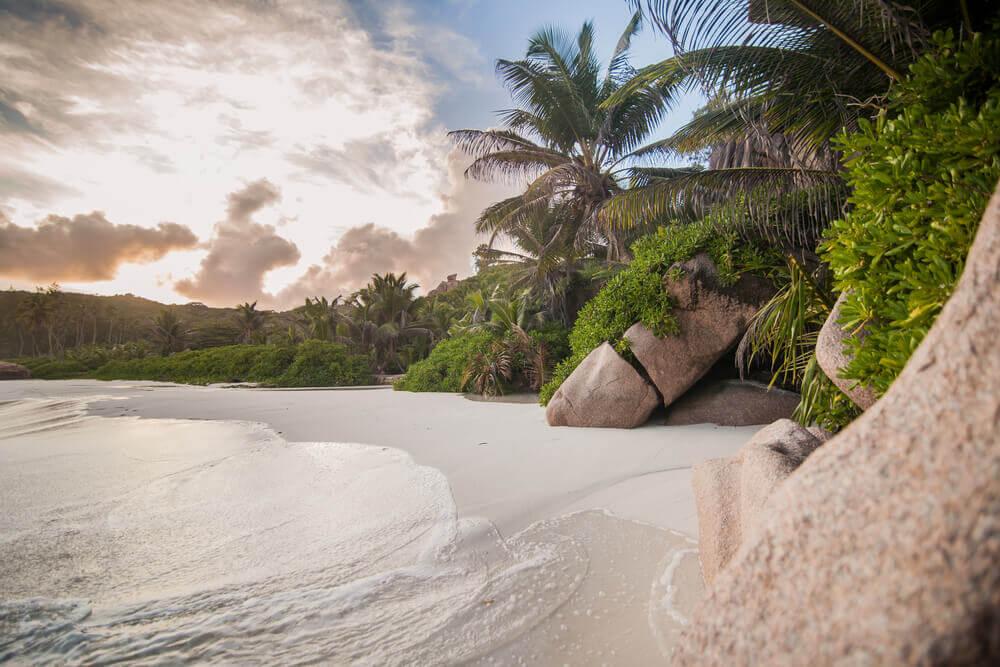 rundreise-hochzeitsreise-reise-seychellen-planen-luxus-urlaub-traumurlaub-reisespezialist-fuer-indischer-ozean