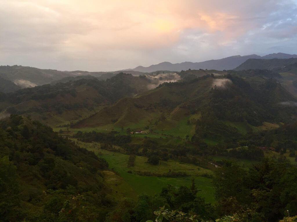 kolumbien-reisen-suedamerika-kaffeezone-cocoratal