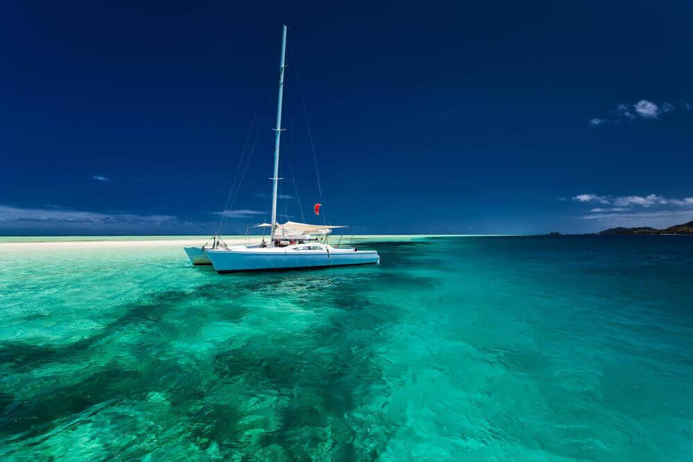 indischer-ozean-segeltörn-seychellen-hochzeitsreise-planen-inselhopping-reisespezialist