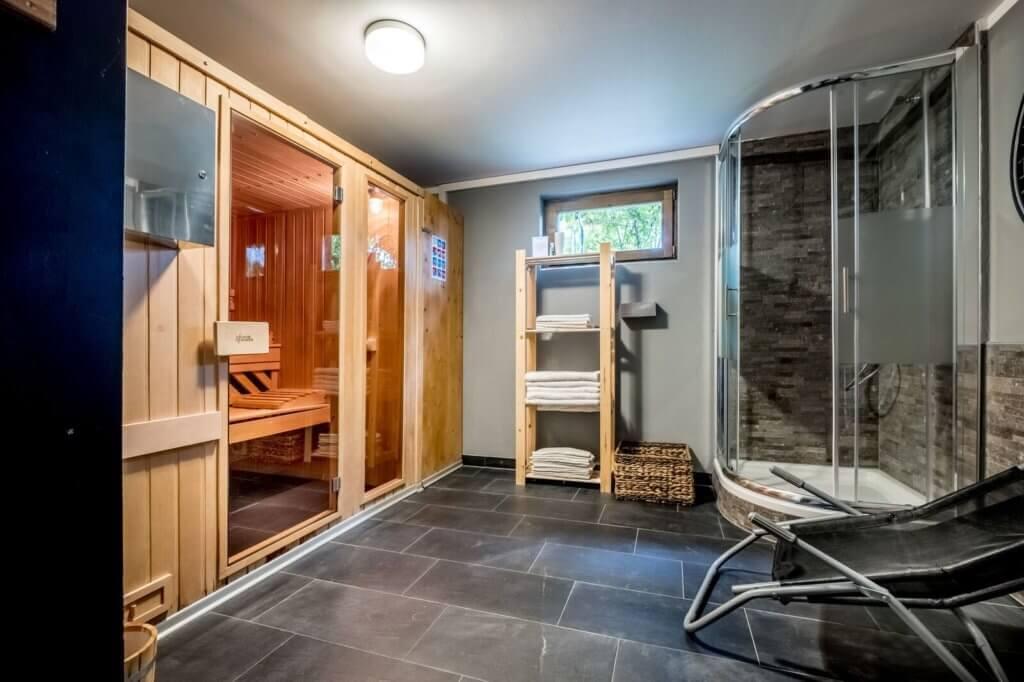 hotel-urlaub-in-oesterreich-buchen-in-den-bergen-art-lodge-Sauna