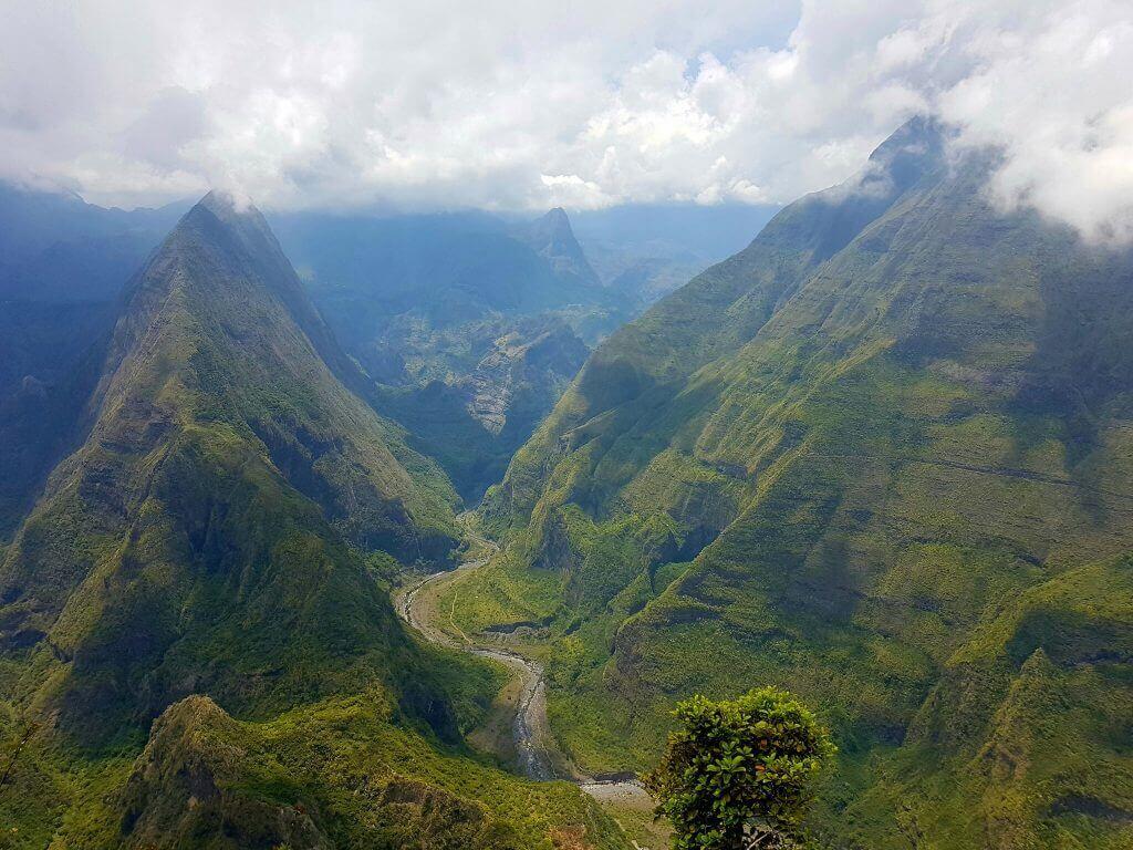 urlaub-la-reunion-und-seychellen-wanderreise-aktiv-unterwegs-indischer-ozean-individuelle-rundreise-cap-noir-mafate-talkessel