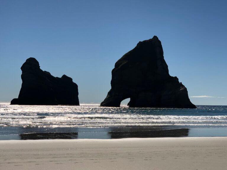 wharariki-beach-neuseeland-pic-foto-urlaub-reise-reisebüro-sicher-reisen-wandern-hikingurlaub