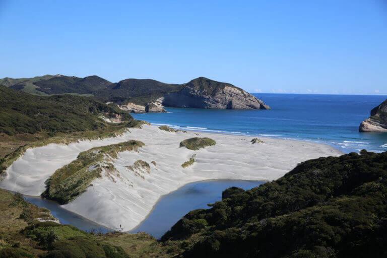 wharariki-neuseeland-postcard-picture-foto-urlaub-reise-reisebüro-sicher-reisen-wandern-hikingurlaub