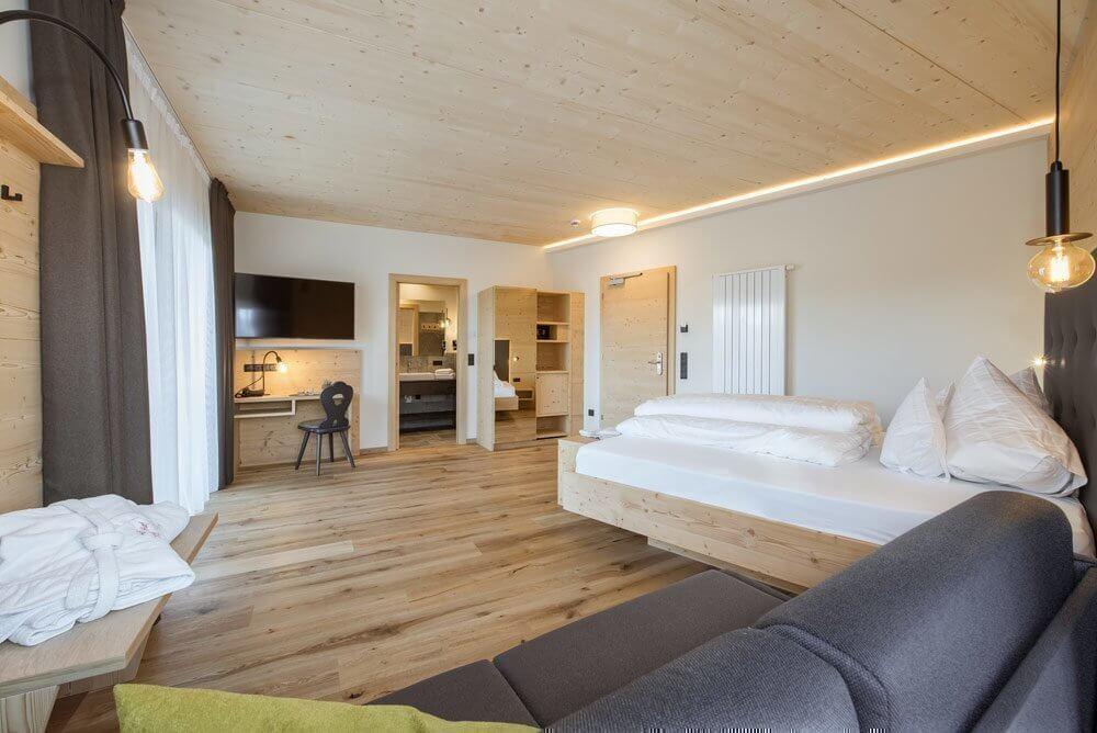 reise-buchen-zimmer-hotel-torgglerhof-familienurlaub-suedtirol
